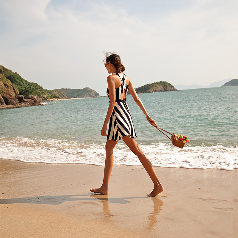 Female summer vacation wind Europe and America retro seaside skirt black and white striped skirt sl