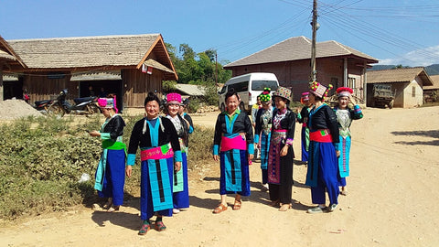 Joualee's_white_hmong_clan