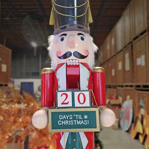 Lee Display's Christmas Warehouse Sale has finally arrived with only 20 days before christmas