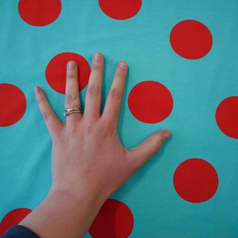 Go Colorful Big Dots Blue/Red jersey stoff fra vintage in my heart