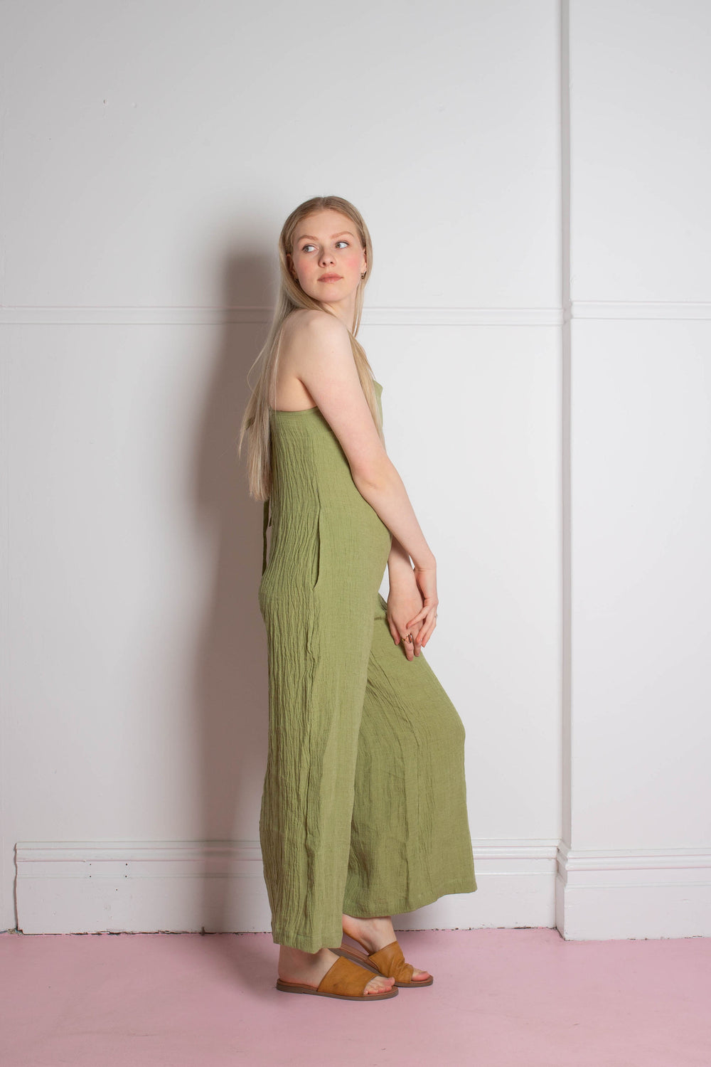 side view of the Zoe.O - Linen Wide Leg Overalls