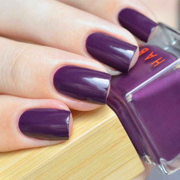 vegan and non toxi nail polish in dark plum by Habit