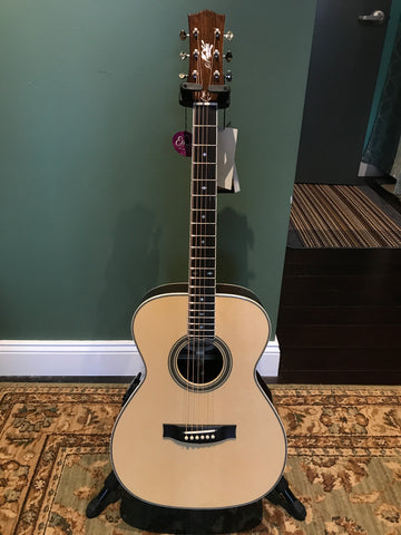 Maton Custom Shop C.S. Classic Small Body Acoustic Electric Guitar