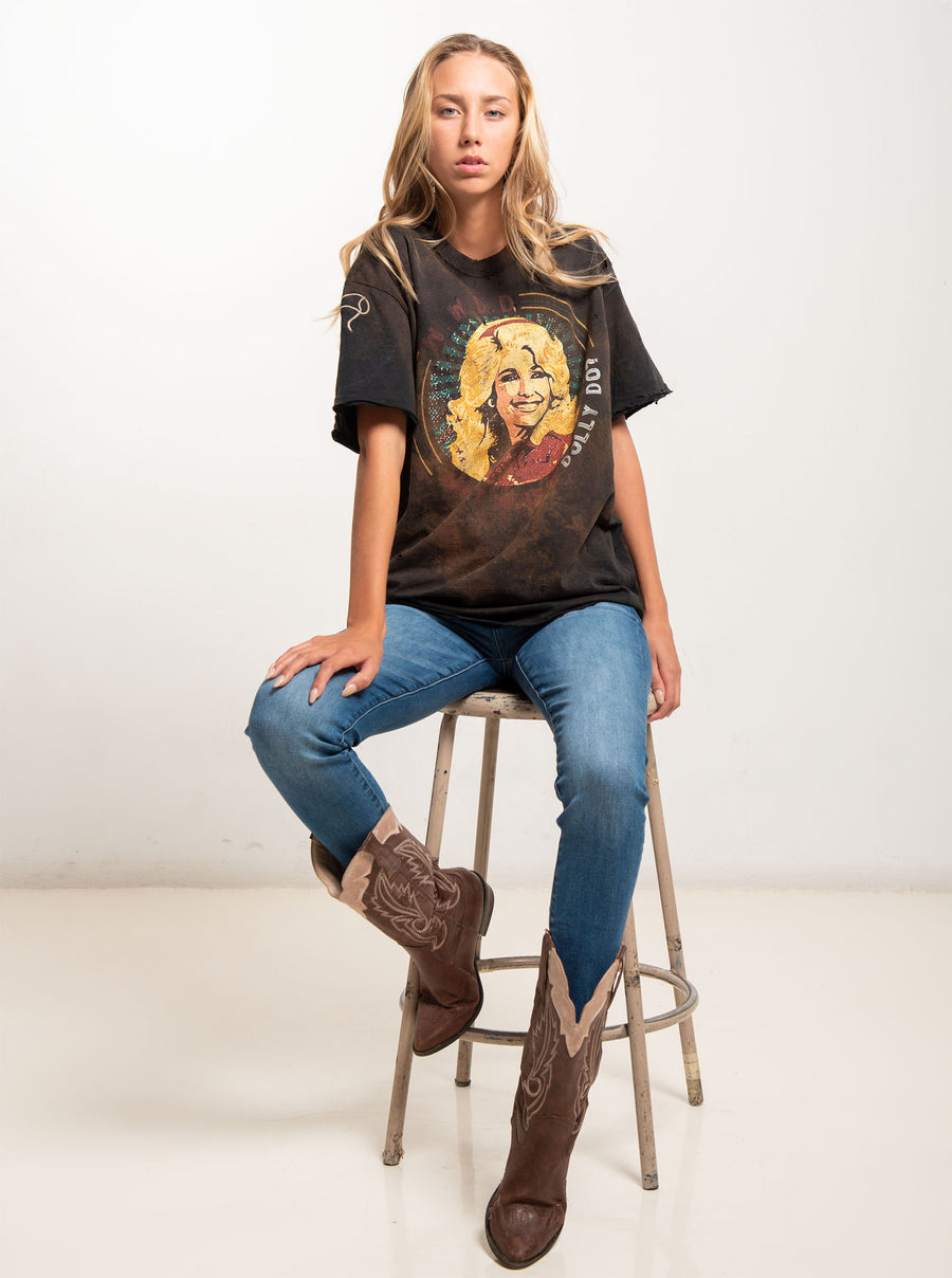 The Dolly Tee: Unisex Tee Shirt Size L | Arena Vintage - Band Merch and On-Demand Designer Shirts