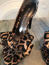 Load image into Gallery viewer, Sassy Leopard Printed Heels