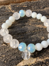 Load image into Gallery viewer, Glass Faceted & Pearl Beaded Bracelet