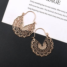 Load image into Gallery viewer, Carved Flower Petals Earrings