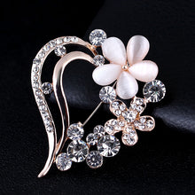 Load image into Gallery viewer, Flower Heart Brooch