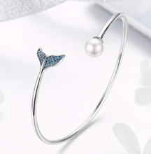 Load image into Gallery viewer, Mermaids tears Bangle