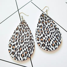 Load image into Gallery viewer, Stylish Wooden Drop Earrings