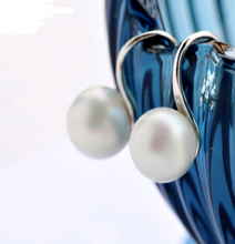Load image into Gallery viewer, Simple Pearl Hook Earrings