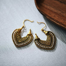 Load image into Gallery viewer, Vintage Style Heart Earrings