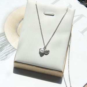 The Oyster Pendant Necklace