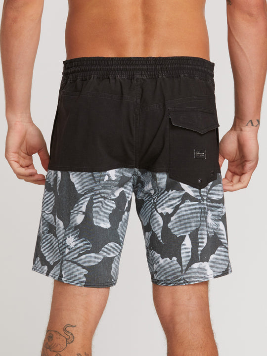 "Vibes Volley 18"" Boardshorts - Black/White"