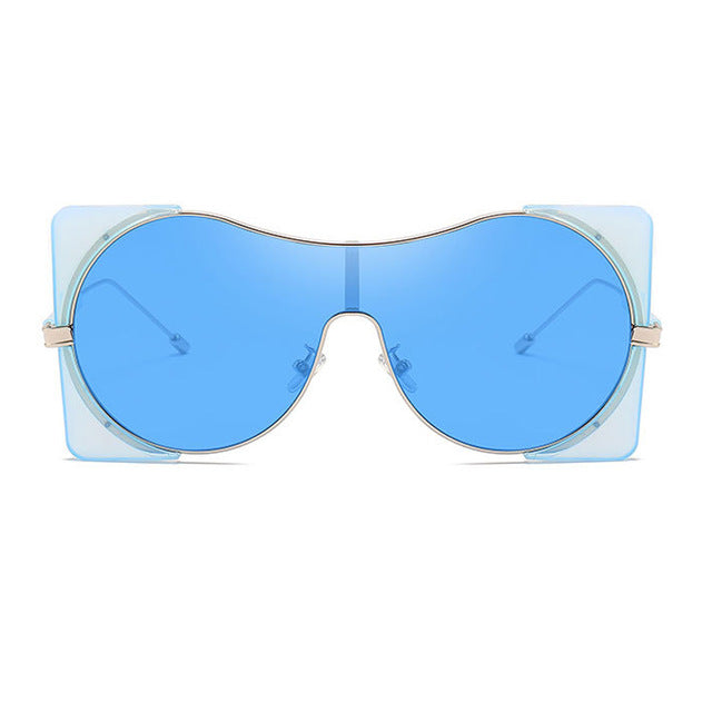 Fashionable women's sunglasses
