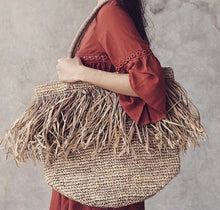 Load image into Gallery viewer, Fringe Raffia bag