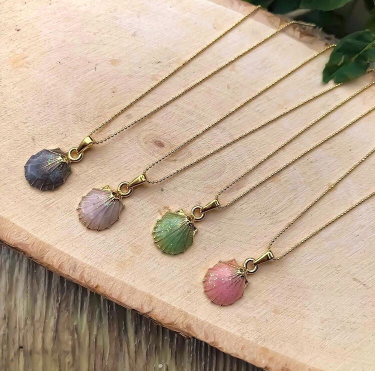 Colored oyster necklace