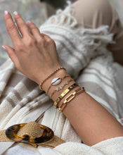 Load image into Gallery viewer, Brass gold plated shell bracelet