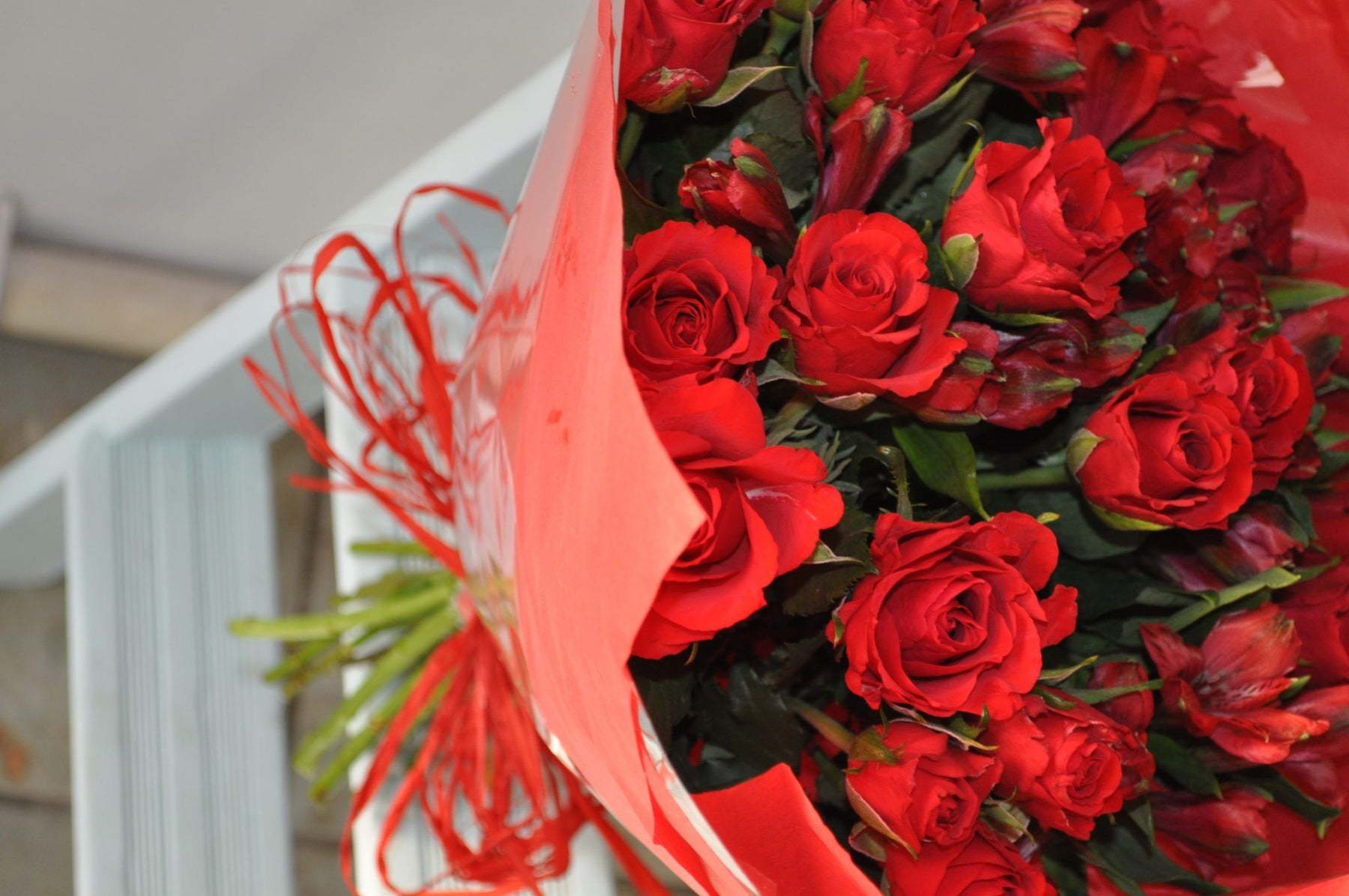 Do you know the hidden meaning behind the number of roses in your Bouquet ? Check this guide.