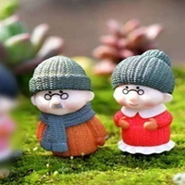 Grandparents in woolens plastic miniature garden toys (Green Cap) - 1 Pair - Nurserylive