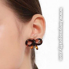 Load image into Gallery viewer, Gretchen Bow Tortoiseshell Earrings