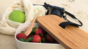 Beach picnic with Senda Essentials' bamboo lunchbox and cotton mesh bags