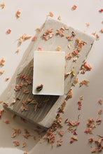 Load image into Gallery viewer, Black Plum & Rhubarb Luxury Wax Melt