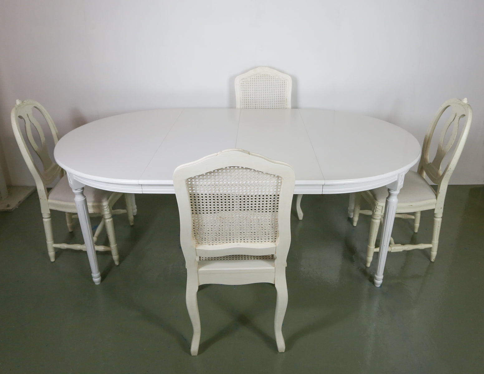 Maisons du Monde Extending Dining Table and Nordic Style Chairs