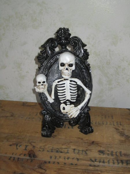 Poor Yorick Skeleton in frame