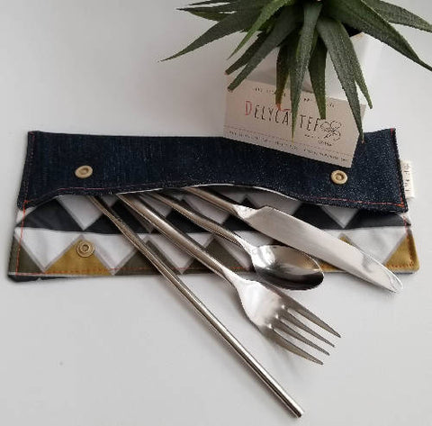 Pouch utensils / toothbrush