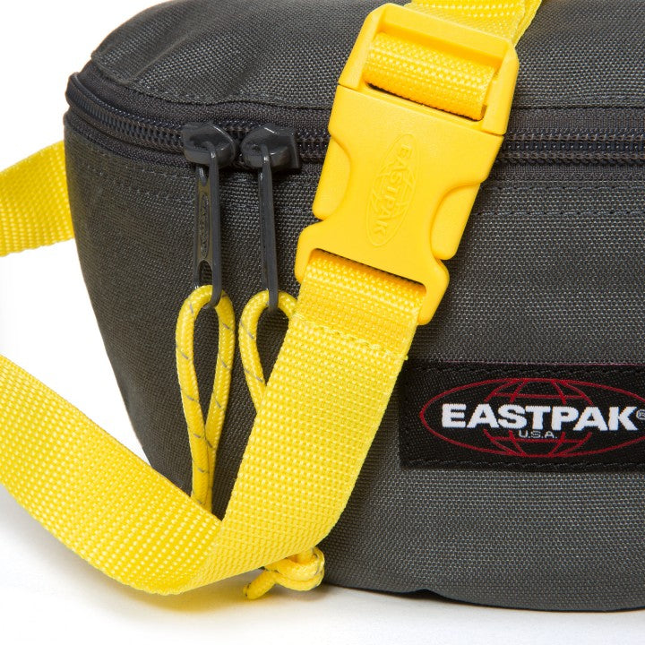 Banane EASTPAK Springer black Red ceinture