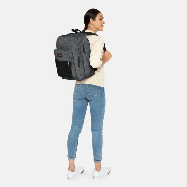 EASTPAK Pinnacle wild grey porté
