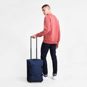 Sac Eastpak tranverz S double denim porté