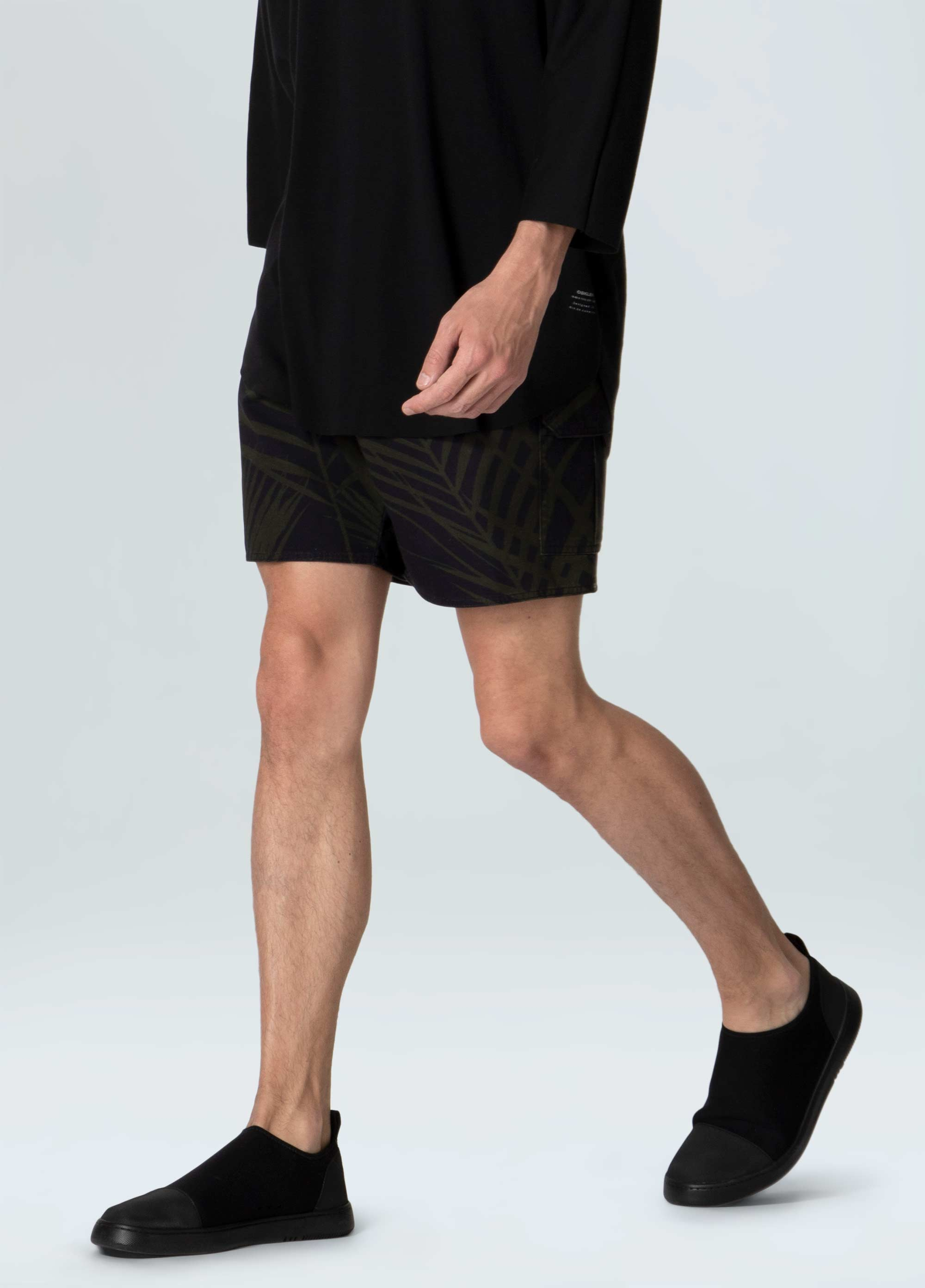 PALM LEAF BLACK   CASUAL SHORTS
