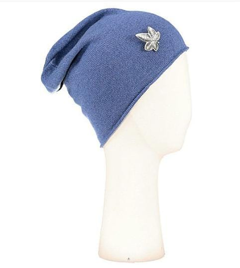 Bonnet surfer Evesome maille serrée 100% cachemire avec broche lierre argentée - Beanie surfer Evesome tight mesh 100% cashmere with silver ivy brooch