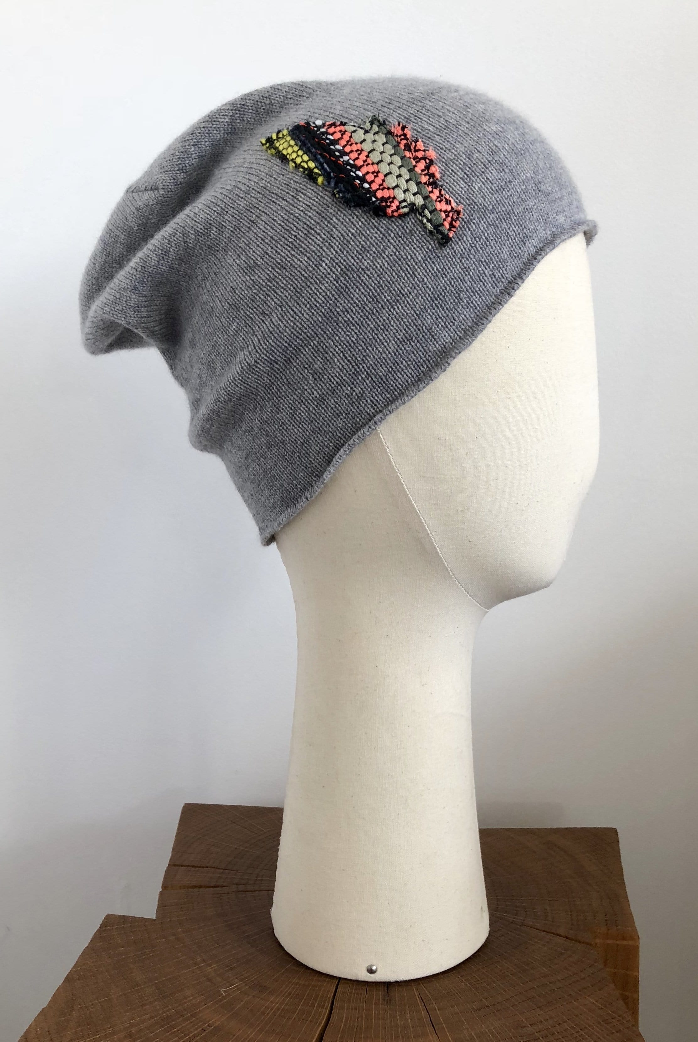 Bonnet surfer Evesome maille serrée 100% cachemire avec patch en tweed - Beanie surfer Evesome tight mesh 100% cashmere with tweed patch