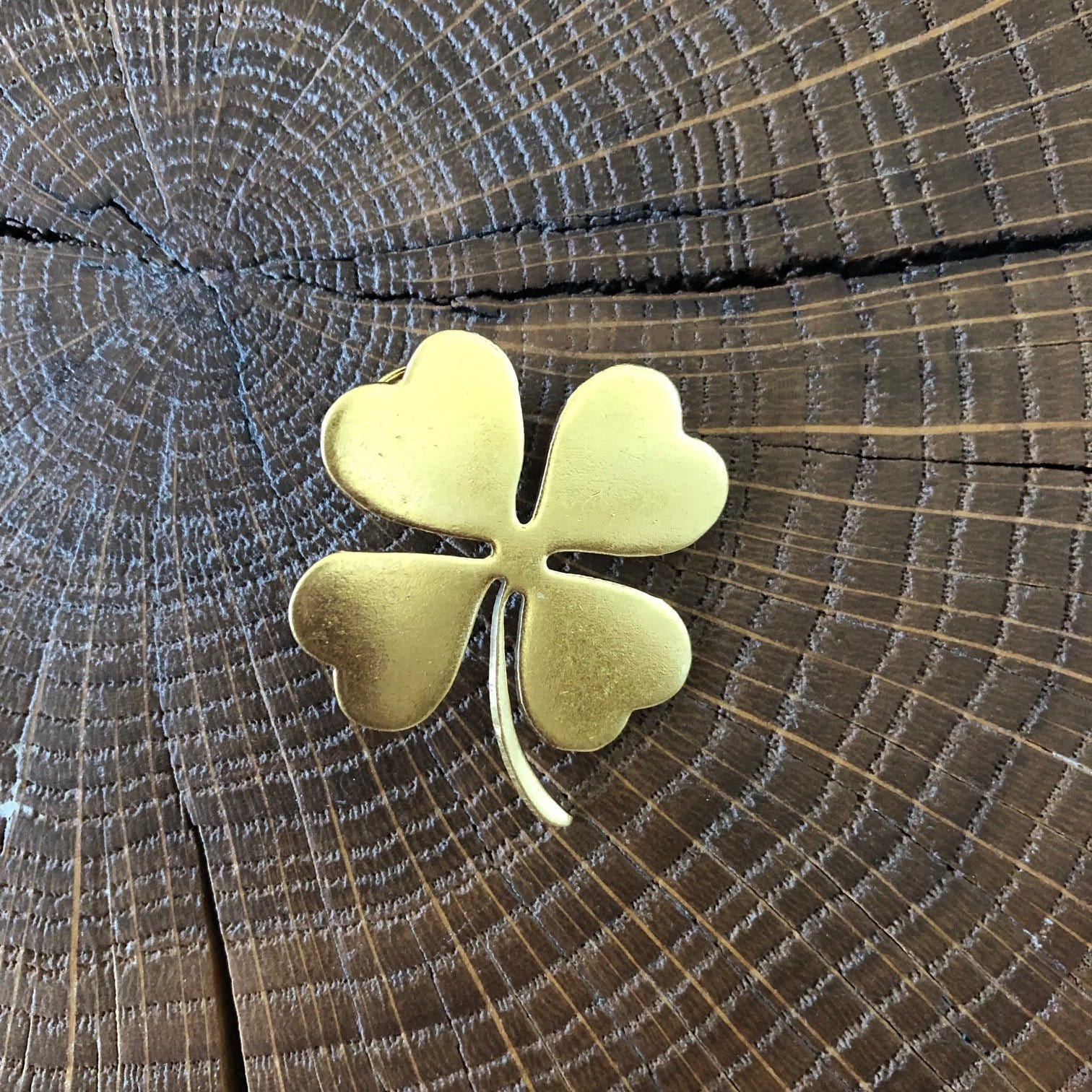Pin's Trèfle à 4 feuilles doré Evesome - Evesome Golden Leaf Clover Pin