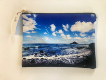 "Load image into Gallery viewer, ""Peahi/Jaws BIG Surf"" Large Zippered Carry All"
