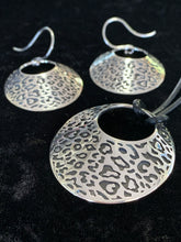 Load image into Gallery viewer, Leopard Print Pendant, Silver