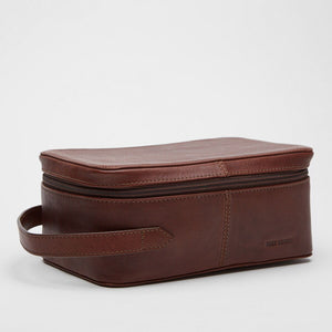 Toiletry Bag | Velia | Chestnut Leather - STOCKHOLM