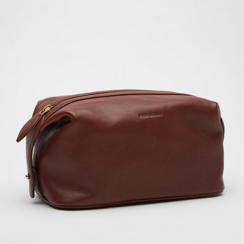 Toiletry Bag | Tino | Chestnut Leather - STOCKHOLM