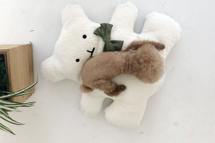 BEAR CUSHION . WHITE