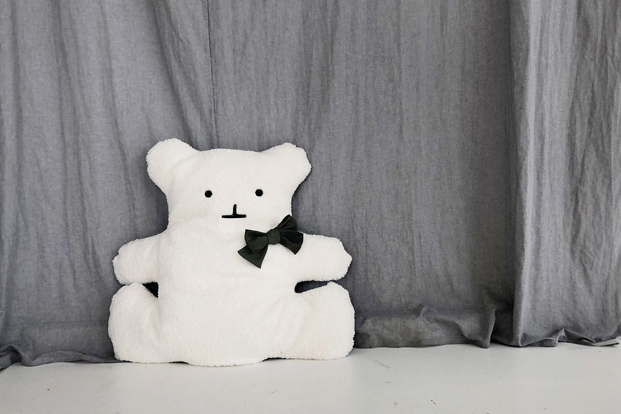 WHITE BEAR CUSHION
