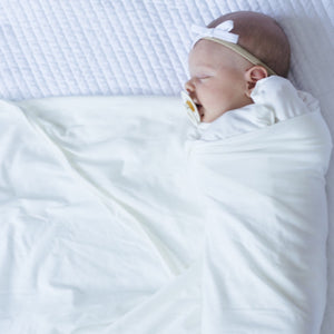 Organic Cotton Swaddle - Sugar (white)