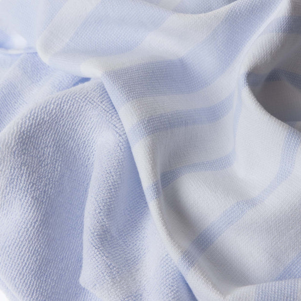 Louro hand towel in white & light blue, 100% cotton |Find the perfect cotton towels