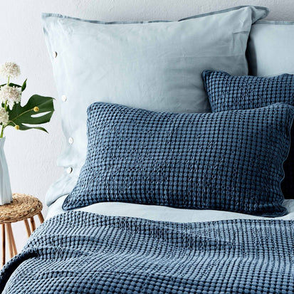 Blue grey Veiros Kissenhülle | Home & Living inspiration | URBANARA