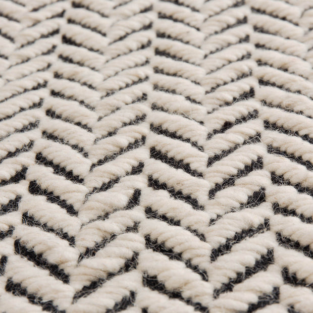 Kolvra rug in black & white, 100% new wool |Find the perfect wool rugs