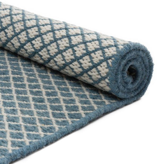 Loni rug, blue & off-white, 100% wool |High quality homewares