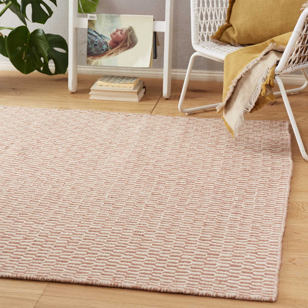 Overod rug in dusty pink & off-white, 100% new wool & 50% cotton |Find the perfect wool rugs