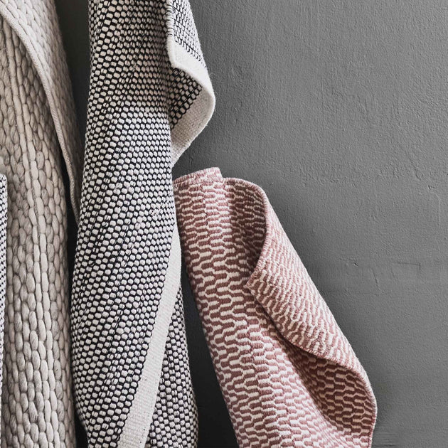 Dusty pink & Off-white Overod Teppich | Home & Living inspiration | URBANARA